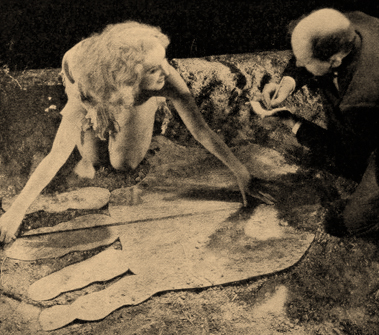 """""""King Kong"""" publicity still featuring Fay Wray and Merian C. Cooper - Photoplay, April 10, 1933"""